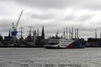 Veerboot Spathoek met skyline Harlingen