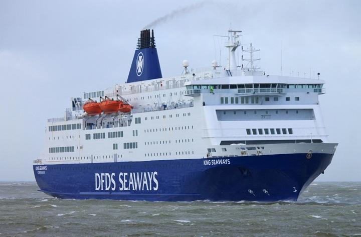 [Foto's] Veerboot King Seaways DFDS met storm in IJmuiden ...