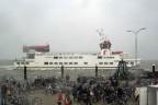 MS Monnik arriveert op Ameland met stuurhut Rottum (VN)