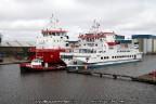 Veerboot Rottum achter sleepboot Gyas