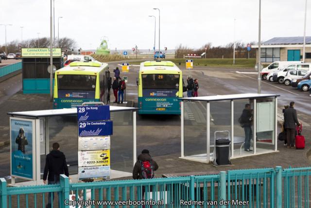 Bus 28 en 29 staan klaar op Texel.