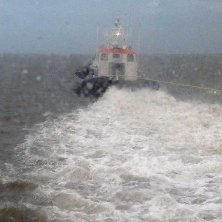 Veerboot Monnik vastgelopen1