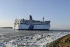 6-friesland-met-ijs-in-haven-harlingen