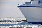 06-ijs-voor-de-boeg-van-veerboot-friesland