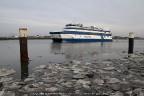 Veerboot Vlieland zuiderpier Harlingen met ijs
