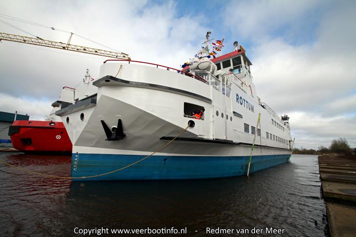 Veerboot Rottum te water gelaten